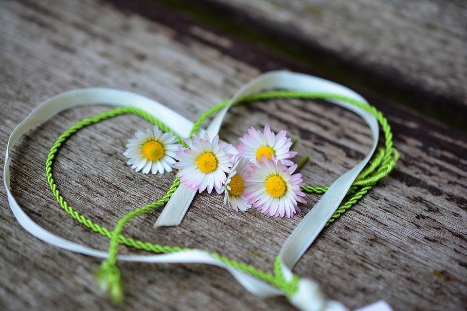 Aki fél-elemmel él, csak félig él, de tudd: Szeretve vagy!